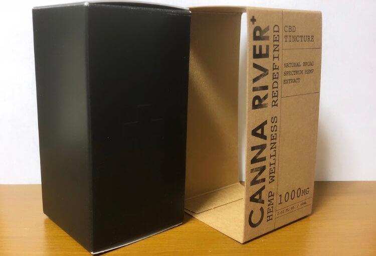 CANNA RIVER(カンナリバー)のオイルの厚紙とパッケージ